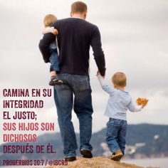 Proverbios 20:6-7 Muchos hombres proclaman cada uno su propia bondad, Pero hombre de verdad, ¿Quién lo hallará? Camina en su integridad el justo; Sus hijos son dichosos después de él.♔