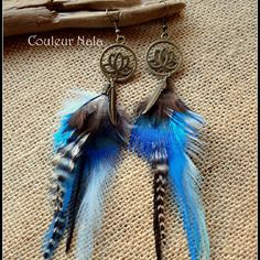 Boucles d'oreilles ethniques, plumes grizzly, paon, turquoise et noir, lotus et plume métal