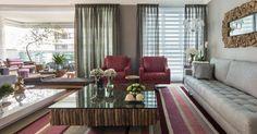Sala de estar com poltrona vermelha e Tapete