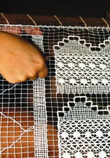 renda filé - Lagoa do Mundaú - AL by Sonia Xavier, via Flickr. Brazilian lace.