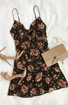 #datelook #mychoice #floraldress #dress #partylook #mychoice #fashiontrends #fashion #closet #styleguru Skater Outfits, Mode Outfits, Dress Outfits, Fashion Dresses, Skater Dress, Skater Skirts, Cute Dresses, Casual Dresses, Casual Outfits