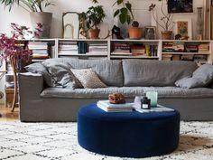 Vår puff från serien BLANCA passar lika bra som fotpall, sittpuff eller varför inte som bord med lite snygga böcker och en bricka på!