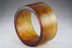 Great accessory >> Love tortoiseshell, resin, and bakelite.