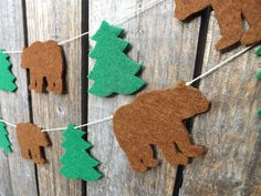 A sweet felt garland of alternating brown bears and pine trees creating a beautiful woodland themed garland to decorate your living space or childs room. The shapes are made with thick 3mm craft felt. The garland is available in three lengths: 87 cm ( 3 bears) 140 cm ( 6 bears) and 260 cm (12 bears)  I cut each shape by hand with scissors, and the acrylic felt makes this a highly durable garland that will last many years. You might also like this Bear Mountain Garland: https://www.e...