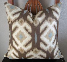 Always love an ikat. Ikat Pillows, Toss Pillows, Decorative Pillows, Cushions, Batik Prints, Ikat Print, Textures Patterns, Fabric Patterns, Ikat Pattern