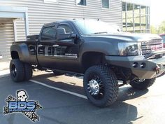 how can you afford 6 of those tires? Lifted Duramax, Lifted Chevy Trucks, Dodge Trucks, Pickup Trucks, Dually Trucks, Cool Trucks, Cool Cars, Classic Gmc, Truck Camping
