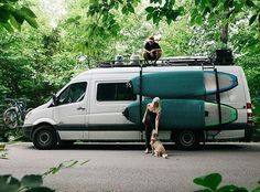 Mo + Gracie went from tiny to even tinier. While living in a 200 sq. ft. loft, they bought a Sprinter van and hired @modusstudio to help them built it out. Their new house is powered by solar and propane and is able to adjust to off the grid living. As the CEO of @fayettechill, Mo is able to work remotely. This rig allows him the freedom to live and work on the road with the luxuries of everyday life. (link in bio) @hennythepooh