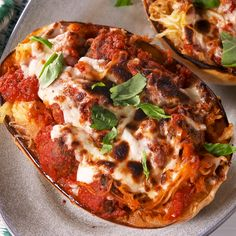 Meatball Stuffed Spaghetti Squash is so good, you won't even miss the pasta. and Drink pasta spaghetti squash Meatball Stuffed Spaghetti Squash Spaghetti Squash And Meatballs, Spaghetti Squash Recipes, Stuffed Spaghetti Squash, Courge Spaghetti, Pasta Spaghetti, Cooking Recipes, Healthy Recipes, Delicious Dinner Recipes, Yummy Food