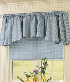 Valance with matching blind. This is what I wanna make! Now to find a tutorial for the blind.