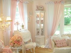 Shabby Chic Interior Design Ideas For Your Home Shabby Chic Interiors, Shabby Chic Bedrooms, Shabby Chic Homes, Shabby Chic Furniture, Shabby Chic Decor, Cottage Chic, Shabby Cottage, Cottage Style, Shabi Chic
