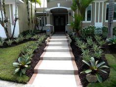 Diseños del jardín en zodiseñosnas tropicales: El jardín de la entrada