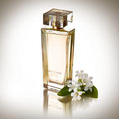 Giordani Gold Original ΕdP  Ένα κλασικό αγαπημένο, αυτό το διαχρονικό άρωμα ανανεώθηκε παραμένοντας ίδιο, με την πλούσια καρδιά του από άνθη πορτοκαλιάς. Σε ένα υπέροχα σχεδιασμένο μπουκάλι με μαγευτικές χρυσαφί ανάγλυφες λεπτομέρειες, αυτό το υπέροχο floral, ξυλώδες με λευκά άνθη άρωμα, είναι η απόλυτη επιλογή για τη γυναίκα που ζει με πάθος. 50ml