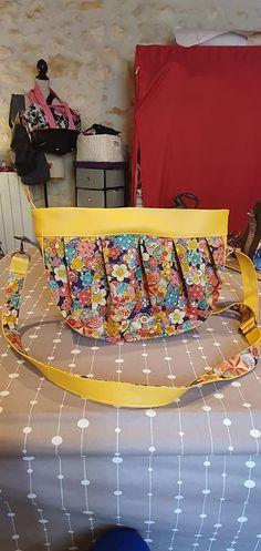 Sac Cancan en jaune et coton fleuri cousu par Amel - Patron Sacôtin