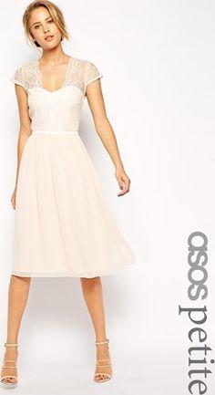 Vestido invitadas de boda a media pierna de encaje festoneado de ASOS PETITE asos el-rosa Encaje