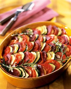 Une variante savoureuse de tian de légumes au chorizo, pour un plat chaleureux et généreux !