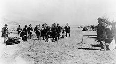 """# John D. Lee.  Aqui: 23/Março/1877. Foto que antecede a Execução. Êle foi um convicto assassino participante do """"Massacre da Montanha Meadow"""" contra Caravana de Colonos, em Utah, em 1857. (The  Mountain Meadows massacre)."""