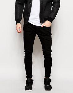 Jeans von Hoxton Denim reiner Baumwolldenim dunkles, verwaschenes Schwarz Reißverschluss fünf Taschen enge Passform Maschinenwäsche 100% Baumwolle Model trägt 32 Zoll/81 cm Normalgröße und ist 188 cm/6 Fuß 2 Zoll groß