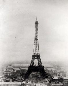 Paris in love with clouds - by Kunstkopie.de