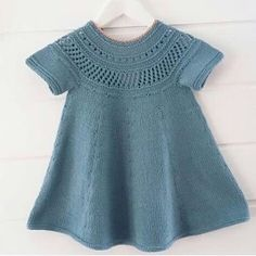 This Pin was discovered by hab Baby Cardigan, Baby Pullover, Knitting For Kids, Baby Knitting Patterns, Knitting Designs, Free Knitting, Girls Knitted Dress, Knit Baby Dress, Baby Outfits