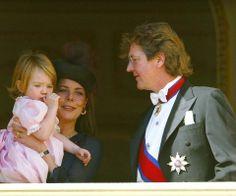 Caroline mit der zweijährigen Tochter Alexandra und ihrem Mann Ernst August 2002