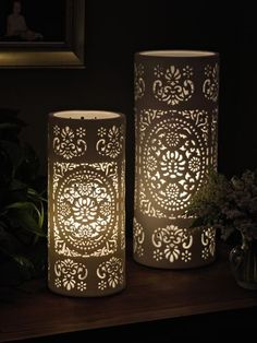 Why not decor a room while lighting as well? A table lamp it is perfect for that! Small Lamp Shades, Modern Lamp Shades, Floor Lamp Shades, Table Lamp Shades, Table Lamps, Hurricane Lamps, Candle Lanterns, Candles, Interior Flat