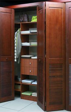 El closet Florencia, de madera sólida de ingeniería, enchapada en madera preciosa. Cotícelo escribiéndonos a: ventas@distribucionesglobales.com #SuClosetNuestraPasión #EstiloDeVidaElegante