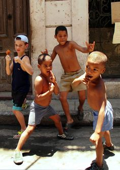 Boys from Cuba Cuba People, Wise People, Costumes Around The World, Kids Around The World, Sad Pictures, Cuba Travel, Havana Cuba, What A Wonderful World, My Heritage