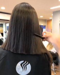 Hair Cutting Videos, Cutting Hair, Hair Movie, Layered Haircuts For Women, Clear Skin Tips, Hairstyles Haircuts, Bob Cut, Foto E Video, Curly Hair Styles