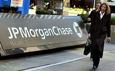 Τη μεταφορά χιλιάδων εργαζομένων εκτός Βρετανίας εξετάζει η JP Morgan