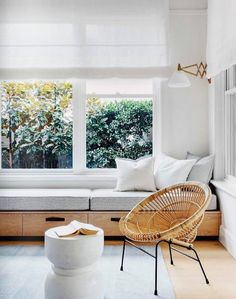 I love a window seat tucked in to a cozy nook. Piled with a thick cushion, a few pillows, and a beautiful throw it creates a welcoming warmth and instant character. A window seat is not only pretty, but is also useful in creating extra seating, adding sto Window Benches, Modern Window Seat, Cozy Nook, Cozy Corner, Tv Nook, Home Interior, Interior Ideas, Interior Styling, Interior Inspiration