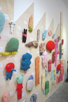 Donna Wilson - a cool way to store toys in kids room. Softies, Plushies, Sewing Projects, Projects To Try, Ideias Diy, Soft Sculpture, Doll Toys, Plush Dolls, Fabric Dolls