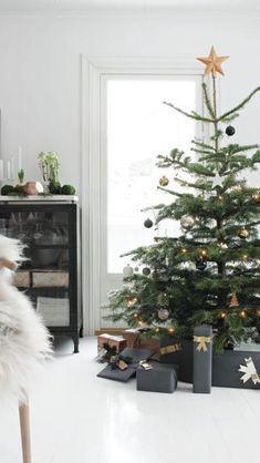 Get into the holiday spirit with these beautiful Scandinavian Christmas inspiration ideas.