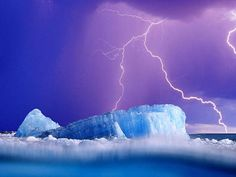 Lightning is one of the oldest observed natural phenomena on earth. Besides thunderstorms, lightning has been seen in extremely intense forest fires, volca Image Nature, All Nature, Science And Nature, Amazing Nature, Nature View, Look Wallpaper, Nature Wallpaper, Storm Wallpaper, Scenic Wallpaper