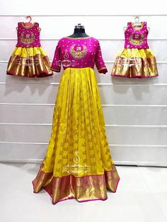 Ys I wht drss Mom Daughter Matching Dresses, Mom And Baby Dresses, Mother Daughter Outfits, Girls Dresses, Baby Dress Design, Frock Design, Kids Dress Wear, Party Wear Dresses, Kids Blouse Designs