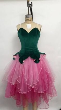 Pinning for yhe FAB tutu!This has always been my vision for Waltz of the Flowers, with a different flower for each dancer Tutu Ballet, Ballet Feet, Nutcracker Costumes, Tutu Costumes, Dance Outfits, Dance Dresses, Costume Carnaval, Flower Costume, Fairy Clothes