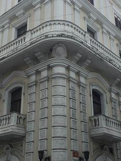 Edificio Calle San José - 9/3/16 - 10:45 a.m. - Escudo en fachada de estructura histórico, con fines decorativos.