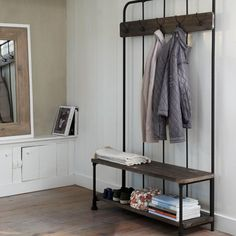 Stylish coatrack with an authentic look. The five hooks and the shoe rack can accommodate various jackets and shoes.