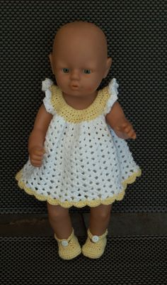 gehaakte jurk, onderbroek, poncho, sokjes en hoed. Zelfgemaakt. Knitting Dolls Clothes, Crochet Doll Clothes, Sewing Dolls, Knitted Dolls, Doll Clothes Patterns, Crochet Dolls, Crochet Baby, Baby Born Clothes, American Girl Crochet