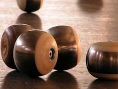 Initiez-vous à la boule de fort... Ce jeu traditionnel du Val de Loire se pratique sur un terrain en forme de gouttière. N'oubliez pas vos pantoufles! Demandez la liste des associations à l'Office de Tourisme Loire Layon. #boule de fort #jeux traditionnels #loirelayon #jaimelanjou