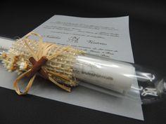 Convite de casamento feito com: <br>- Tubinho de vidro com rolha <br>- Papel vegetal, <br>- detalhes em juta, palha e canela,