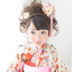 "cute Japanese ""dolls"" in kimono"