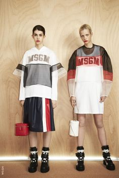 The complete MSGM Resort 2017 fashion show now on Vogue Runway. Fashion Week, Sport Fashion, Fashion 2017, Womens Fashion, Sporty Look, Sporty Style, Style Sportif, Look 2018, Bold Logo