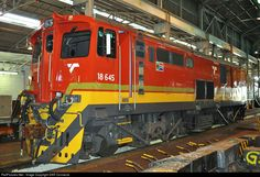 Net Photo: Transnet Freight Rail Class (Electric) at Durban - KwaZulu Natal, South Africa by SAR Connecta South African Railways, Kwazulu Natal, Electric Locomotive, Armored Vehicles, Santa Fe, Diesel, Weapons, Buildings, Journey