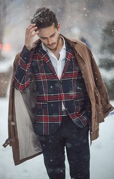 Winter is a great time to step up your personal style. Enjoy our collection of men& winter outfits to help you stay stylish while out in the snow. Hoodie Allen, Winter Outfits Men, Herren Outfit, Mens Fashion, Fashion Trends, Fashion Menswear, Fashion Ideas, Fashion Black, Fashion Tips