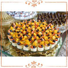 Que tal essas Tortinhas de Frutas enfeitando a mesa do seu Natal ou festa de final de ano!? Além de lindas são deliciosas!  sabores! ☎️(48) 3333-7007 atteliededocesfinos.com.br  #docesfinos #atteliededoces #carolinadarosci #sobremesa #docinhos #casamento #eventos #artesanal #feitoamão #docesgourmet #florianópolis #sweettooth #confraternizacão #amigosecreto #natal #xmas #anonovo
