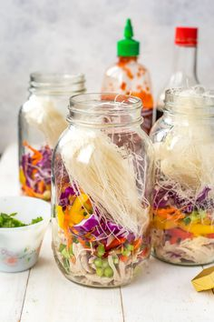 These Mason Jar Instant Noodle Soups are the perfect on-the-go work lunch and packed full of raw veggies, quick-cook vermicelli noodles & shredded chicken! Mason Jar Lunch, Mason Jar Meals, Meals In A Jar, Mason Jars, Mason Jar Recipes, Soup Recipes, Vegetarian Recipes, Cooking Recipes, Healthy Recipes