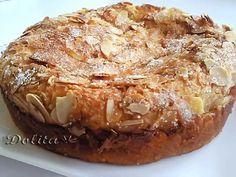 ТАРТА С КРЕМА СИРЕНЕ Si os gustan las tartas de queso ésta os va a encantar por la deliciosa mezcla de sabores. La canela, la vainilla y la manzana aromatizan a. No Bake Desserts, Delicious Desserts, Yummy Food, Apple Recipes, Sweet Recipes, Cupcake Recipes, Cupcake Cakes, Cooking Time, Cooking Recipes