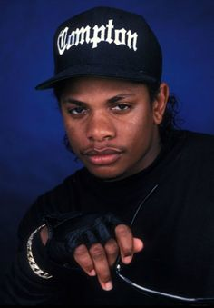 Fuck Yes EAZY E ✨ Estilo Gangster, Gangster Rap, Arte Hip Hop, Hip Hop Art, 90s Hip Hop, Hip Hop And R&b, Old School Pictures, Rapper, Looks Hip Hop