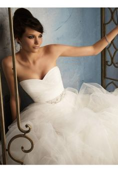 Ball Gown Sweetheart Sleeveless Sweep/Brush Train Tulle Wedding Dress