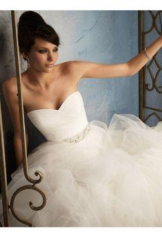 Ball Gown Sweetheart Sleeveless Sweep/Brush Train Tulle Wedding Dress